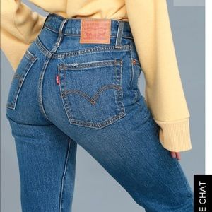 EUC Levi's Wedgie Fit Straight Jeans | 29